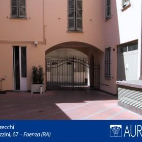 Veduta_Palazzo_Grecchi_13